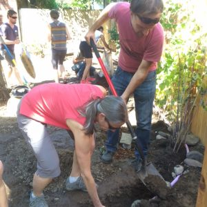 portlanders-dig-in-during-the-aug-2016-hands-on-greywater-workshop-1